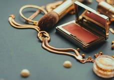 Τα καλλυντικά αποτελούν τα αντικείμενα καλλιτεχνών Στοκ φωτογραφία με δικαίωμα ελεύθερης χρήσης