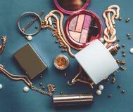 Τα καλλυντικά αποτελούν τα αντικείμενα καλλιτεχνών Στοκ Φωτογραφίες