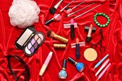 Τα καλλυντικά αποτελούν τις γυναίκες Στοκ φωτογραφία με δικαίωμα ελεύθερης χρήσης