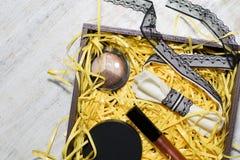 Τα καλλυντικά καθορισμένα είναι στο κιβώτιο Στοκ Φωτογραφία