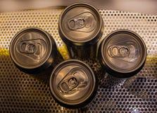 Τα κενά ποτά μπορούν στοκ φωτογραφίες