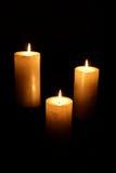 τα κεριά άναψαν το λευκό τ&rho Στοκ εικόνα με δικαίωμα ελεύθερης χρήσης