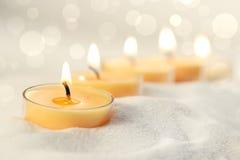 τα κεριά στρώνουν με άμμο votive Στοκ Φωτογραφία