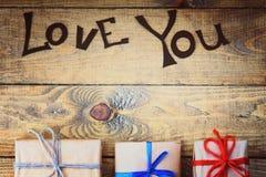 Τα κιβώτια δώρων και σας αγαπούν λέξεις Στοκ Εικόνα