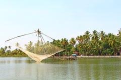Τα κινεζικά δίχτυα του ψαρέματος Τέλματα του Κεράλα Στοκ φωτογραφία με δικαίωμα ελεύθερης χρήσης