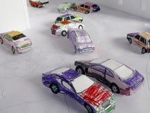 τα κινούμενα σχέδια αυτοκινήτων εύκολα αντικαθιστούν τις αυτοκόλλητες ετικέττες στις ρόδες Στοκ φωτογραφίες με δικαίωμα ελεύθερης χρήσης