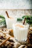 Τα κλασικά Χριστούγεννα πίνουν Eggnog στοκ εικόνα με δικαίωμα ελεύθερης χρήσης
