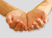 Τα κοίλα χέρια κρατούν το κόκκινο χαμηλός-πολυ πολύγωνο καρδιών σε έναν γκρίζο Στοκ Φωτογραφίες