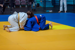 Τα κορίτσια ανταγωνίζονται στο τζούντο Στοκ Εικόνες