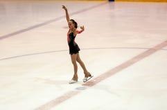Τα κορίτσια ανταγωνισμών λογαριάζουν το σκέιτερ Στοκ φωτογραφία με δικαίωμα ελεύθερης χρήσης