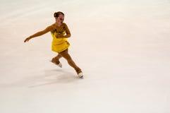 Τα κορίτσια ανταγωνισμών λογαριάζουν το σκέιτερ Στοκ εικόνες με δικαίωμα ελεύθερης χρήσης