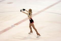 Τα κορίτσια ανταγωνισμών λογαριάζουν το σκέιτερ Στοκ φωτογραφίες με δικαίωμα ελεύθερης χρήσης