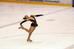 Τα κορίτσια ανταγωνισμών λογαριάζουν το σκέιτερ Στοκ Εικόνα
