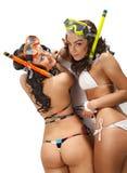 Τα κορίτσια απολαμβάνουν στη μάσκα με κολυμπούν με αναπνευτήρα Στοκ εικόνα με δικαίωμα ελεύθερης χρήσης