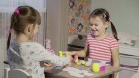 Τα κορίτσια παίζουν το κατάστημα φιλμ μικρού μήκους