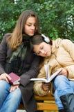 τα κορίτσια σταθμεύουν τ Στοκ φωτογραφία με δικαίωμα ελεύθερης χρήσης