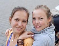 τα κορίτσια σταθμεύουν τ& Στοκ Φωτογραφία