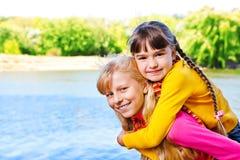 τα κορίτσια σταθμεύουν Στοκ εικόνα με δικαίωμα ελεύθερης χρήσης
