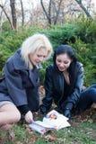 τα κορίτσια σταθμεύουν &delta Στοκ εικόνες με δικαίωμα ελεύθερης χρήσης