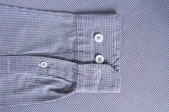 Τα κουμπιά στο μανίκι και ράβουν Στοκ Φωτογραφίες