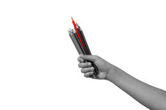 Τα κραγιόνια σε μια χούφτα των παιδιών οι κόκκινοι φραγμοί είναι πιό προεξέχοντα από άλλα χρώματα Παρουσιάζει τη διαφορά Στοκ Εικόνες