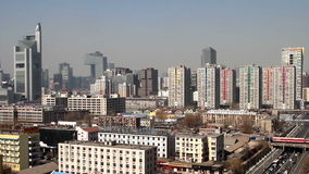 Τα κτήρια και η κυκλοφορία κοντά σε Guomao CBD απόθεμα βίντεο