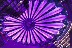 τα κτήρια του Βερολίνου κεντροθετούν το παιχνίδι Sony στοκ εικόνα