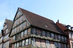 τα κτήρια celle Γερμανία εφοδίασαν με ξύλα κατά το ήμισυ Στοκ Εικόνα