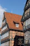τα κτήρια celle Γερμανία εφοδίασαν με ξύλα κατά το ήμισυ Στοκ Φωτογραφία