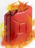 Τα κόκκινα καύσιμα μπορούν με τις φλόγες Στοκ Εικόνες