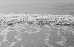 Τα κύματα σε γραπτό Στοκ φωτογραφία με δικαίωμα ελεύθερης χρήσης
