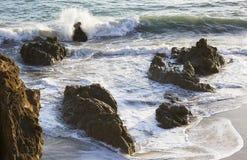 Τα κύματα του Ειρηνικού Ωκεανού, το τοπίο παραλιών Στοκ Εικόνες