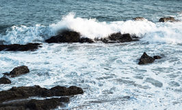 Τα κύματα του Ειρηνικού Ωκεανού, το τοπίο παραλιών Στοκ εικόνα με δικαίωμα ελεύθερης χρήσης