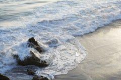 Τα κύματα του Ειρηνικού Ωκεανού, το τοπίο παραλιών Στοκ εικόνες με δικαίωμα ελεύθερης χρήσης
