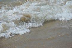 Τα κύματα Στοκ φωτογραφίες με δικαίωμα ελεύθερης χρήσης