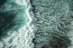 Τα κύματα Στοκ εικόνα με δικαίωμα ελεύθερης χρήσης