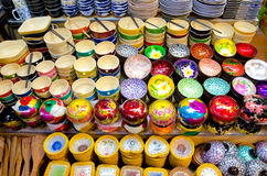 Τα κύπελλα αναμνηστικών σε Siem συγκεντρώνουν την αγορά νύχτας, Καμπότζη Στοκ Εικόνα