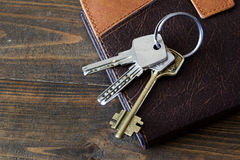 Τα κλειδιά για την πόρτα στο ημερολόγιο Στοκ Φωτογραφία