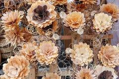 Τα λουλούδια αποτελούνται από τα ξύλινα πρόβατα και τα ραβδιά Στοκ Φωτογραφία