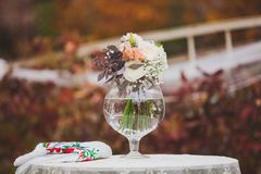 Τα λουλούδια διακοσμούν έναν όμορφο γάμο Στοκ εικόνα με δικαίωμα ελεύθερης χρήσης