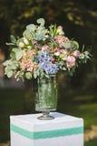 Τα λουλούδια διακοσμούν έναν όμορφο γάμο Στοκ φωτογραφίες με δικαίωμα ελεύθερης χρήσης