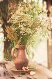 Τα λουλούδια με το φίλτρο επηρεάζουν το αναδρομικό εκλεκτής ποιότητας ύφος Στοκ Εικόνα