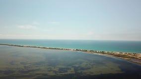 Τα μέρη τουριστών στη Ρωσία για χαλαρώνουν, παραλία Μαύρης Θάλασσας Οβελός Bugazskaya στη Ρωσία απόθεμα βίντεο
