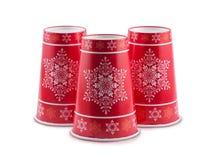 Τα μίας χρήσης φλυτζάνια Χριστουγέννων είναι απομονωμένα σε ένα άσπρο υπόβαθρο Στοκ Εικόνες