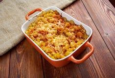 Τα μακαρόνια αγκώνων ζυμαρικών ψήνουν με το pancetta στοκ εικόνες