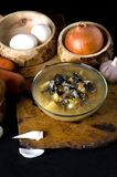 Τα μανιτάρια φυτικής σούπας κυλούν τα ξύλινα μανιτάρια κουταλιών στοκ εικόνα με δικαίωμα ελεύθερης χρήσης