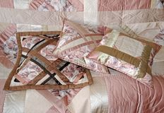 τα μαξιλάρια γέμισαν τρία Στοκ εικόνα με δικαίωμα ελεύθερης χρήσης