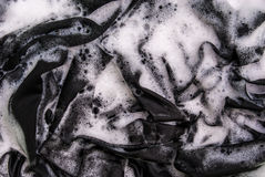 Πλένοντας μαύρα ενδύματα Στοκ φωτογραφία με δικαίωμα ελεύθερης χρήσης