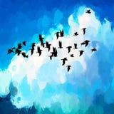 Τα μαύρα πουλιά στον ουρανό βουρτσίζουν το υπόβαθρο κτυπημάτων Στοκ Φωτογραφίες