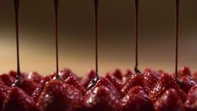 Τα μούρα των φραουλών βρίσκονται το ένα δίπλα στο άλλο απόθεμα βίντεο